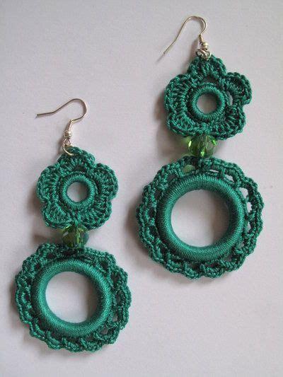orecchini uncinetto fiore orecchini ad uncinetto con cerchio e fiore verdi