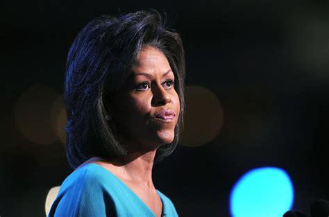 michelle obama cheveux naturel photos michelle obama fait le buzz avec ses cheveux au