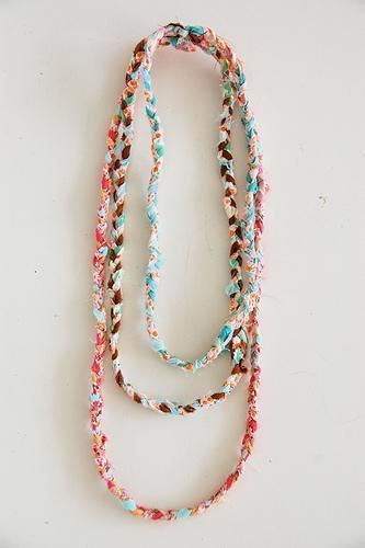 tutorial   necklace  fabric scraps sewing