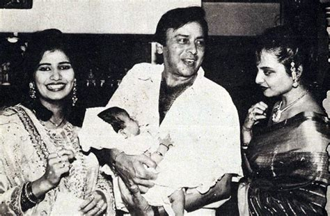 Rare Photo: Vinod Mehra with Rekha, wife Kiran and baby ...