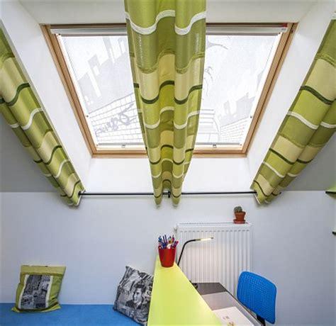 gardinen für schräge fenster wohnzimmer holz