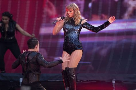taylor swift reputation tour countries taylor swift performming on her quot reputation world tour
