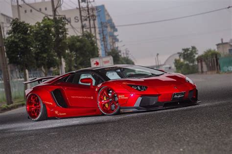 Lamborghini Aventador gets Liberty Walk treatment Image 523406