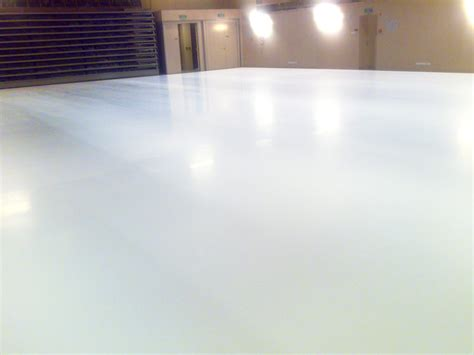 white epoxy floor in studio bautech