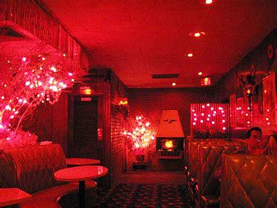 onmilwaukee bars clubs milwaukee s best bar for a