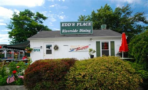 ct boating course edds place restaurant front 560x342 new england boating