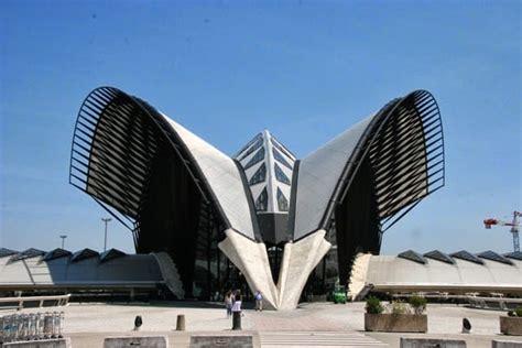 konsep metafora  arsitektur menurut  ahlli