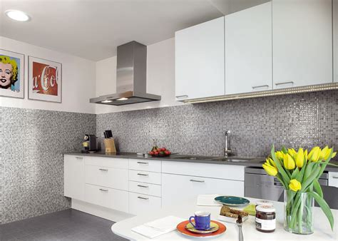 rivestimento piastrelle cucina rivestimento cucine piastrelle divani colorati moderni