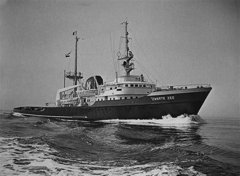 sleepboot evenaar reis met de zwarte zee