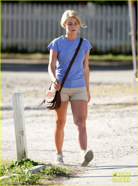 clothes julianne hough wore in safe haven josh duhamel safe haven set with julianne hough photo