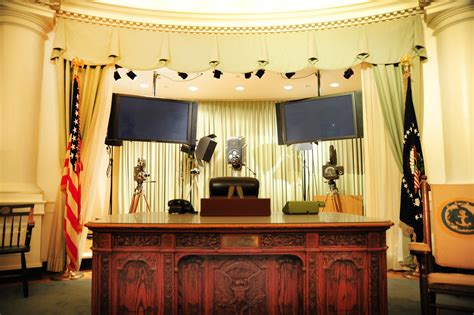 desk in white house oval office jfk s oval office desk president fitzgerald kennedy