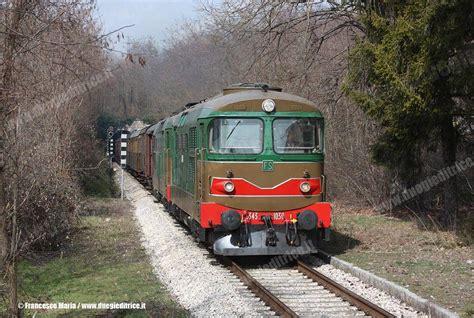 carrozze ferroviarie italiane 4 linee a fondazione fs