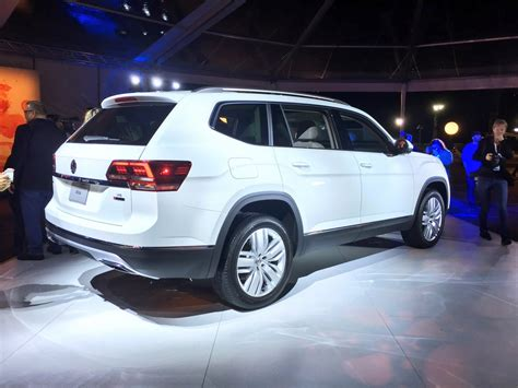volkswagen atlas 2017 2017 volkswagen atlas is a new seven seater crossover for