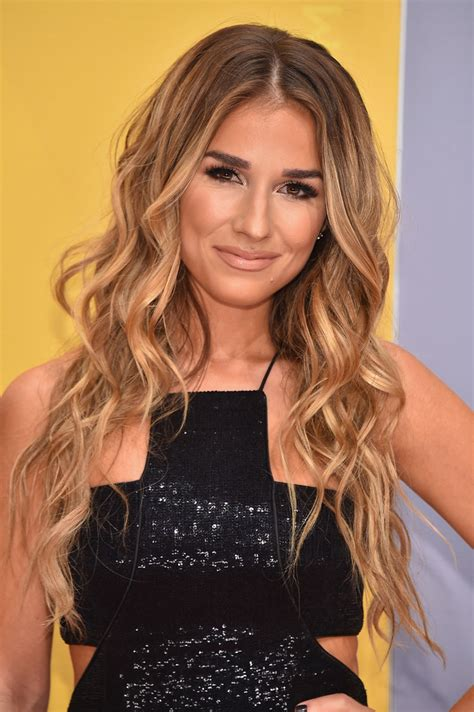 jesse james long hair jessie james decker long wavy cut newest looks stylebistro