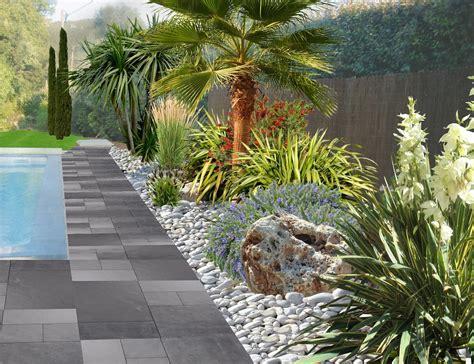 Merveilleux Modele De Jardin Avec Galets #3: tour%20des%20plages%20de%20piscine%20avec%20des%20galets.jpg