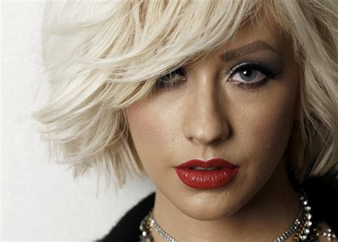 blonde girl with red lipstick image christina aguilera blonde girl face hair girls music