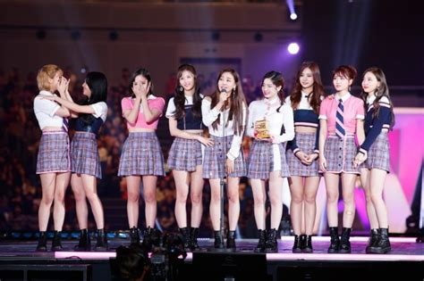 twice awards twice wins song of year award at 2017 mama with signal