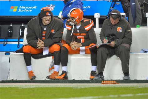 johnny manziel bench johnny manziel remains on cleveland browns bench