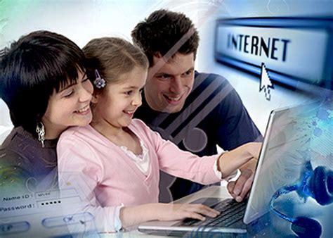 imagenes de personas usando redes sociales tus hijos cuide a su hijo en facebook sin ser su amigo