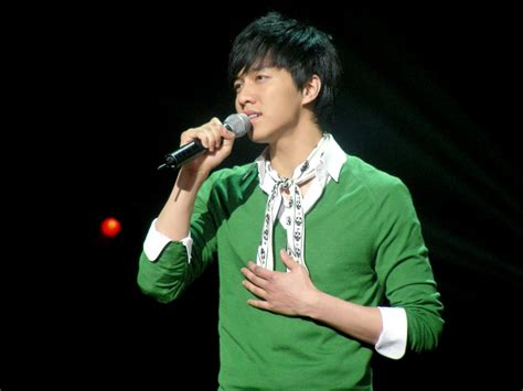 lee seung gi music 08 04 11 music bank hq fanpics lee seung gi everything