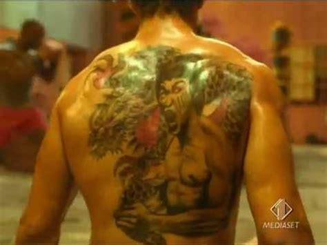 spot con il fantastico tatoo di quot bruce lee quot heroes wmv