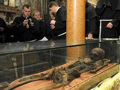 famous people dead bodies in death as in life 10 famous corpses you can actually visit
