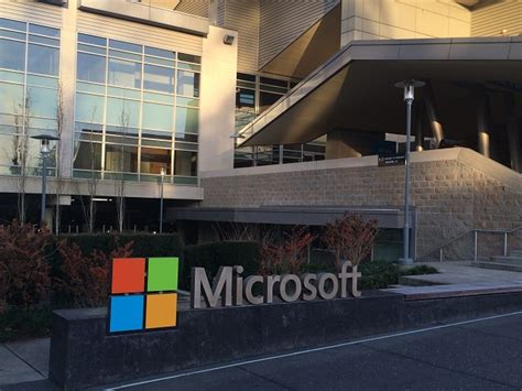microsoft building 4 microsoft windows 10 users being persuaded to ditch chrome firefox techie news