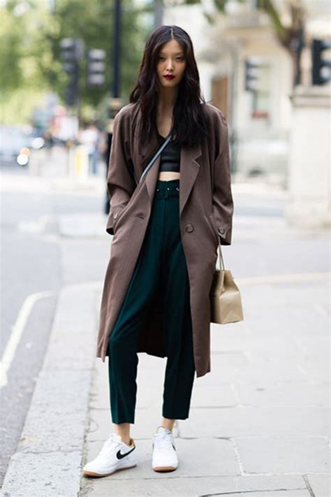 Omiru Fashion Hotlist Style Up Your Winter Look In Gorge Gloves A Snazzy Scarf Fashiontribes Fashion by Casual Streetstyle Idea Crop Tops