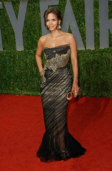 No Halle At The Oscars by Best 25 Oscar Gowns Ideas On Carpet