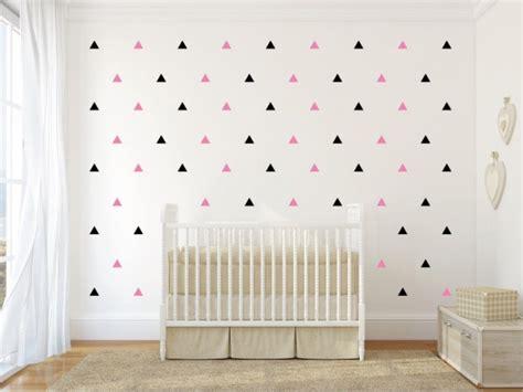 mur chambre enfant des confettis sur les murs joli place