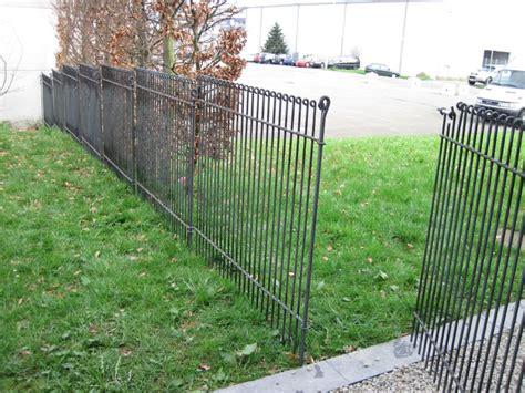 hundesicherer zaun metall im garten sichtschutz und pflanztr 246 ge aus corten