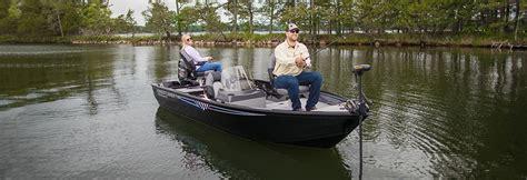 crestliner deep v boats crestliner 1650 discovery 16 ft aluminum deep v fishing