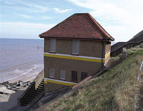 sea front property for 163 104 000 but it is a toilet