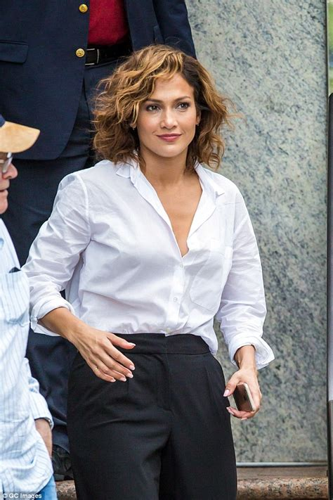 jlos short hair 2015 jennifer lopez shows off her newly cropped hair on set for