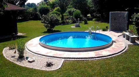 runder pool im garten mit einem tollen pool wird jeder garten zu einem wahren