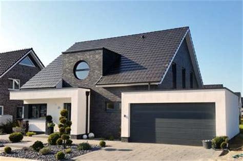Architektenhaus Satteldach Modern by Modernes Einfamilienhaus Massivhaus Satteldach