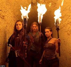 Vanesa Umbrella Maxy 2 hudgens supports butler at the shannara