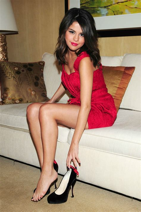 Randy White Bench Press Selena Gomez Has Some Legs Hnnnnggggg Pic Ign Boards
