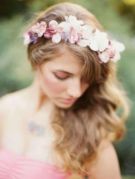 acconciatura con fiore acconciature con fiori nei capelli