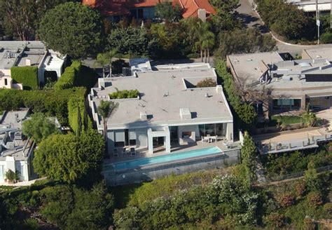 keanu reeves house keanu reeves in celebrity homes zimbio