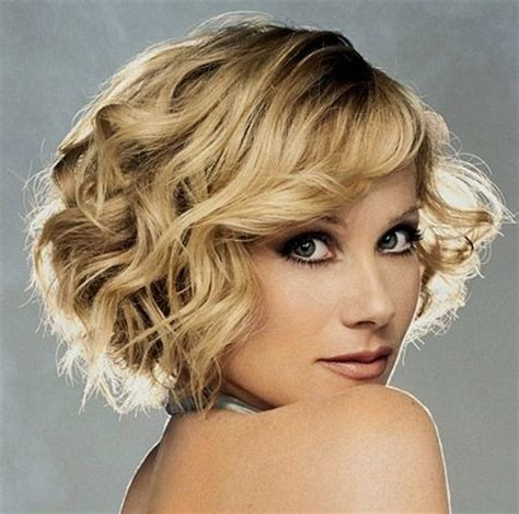 short blonde hairstyles curly 20 layered hairstyles for short hair popular haircuts