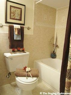 bathroom staging ideas 1000 images about staging ideas on home staging staging and small bathrooms
