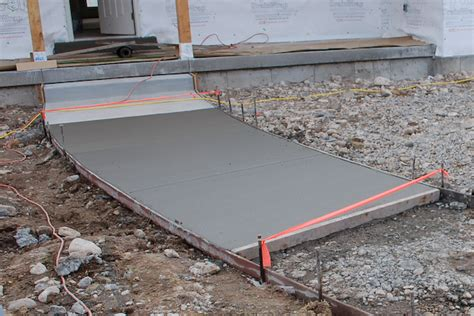 how to pour a concrete walkway icreatables