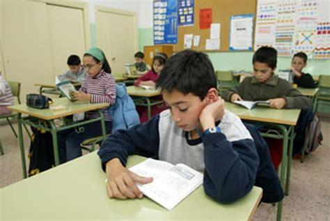 imagenes comicas de niños estudiando imagenes de un ni 241 o estudiando en el colegio imagui