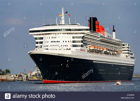 boat comparison cruise ship queen mary 2 size comparison with a sports