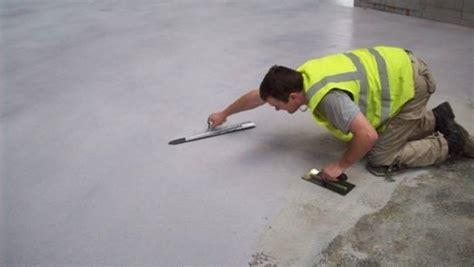 come si fa un pavimento in resina posare un pavimento in resina pavimentazioni