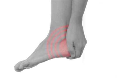knieschmerzen beim liegen fersenschmerzen ursachen und wirksame behandlung