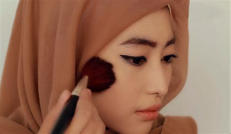 tutorial make up sederhana pesta tutorial make up hijab formal blush on