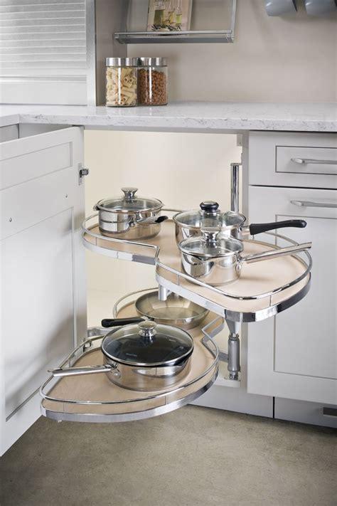 Kitchen Cabinet Space Savers by Best 25 Kitchen Corner Ideas On Corner