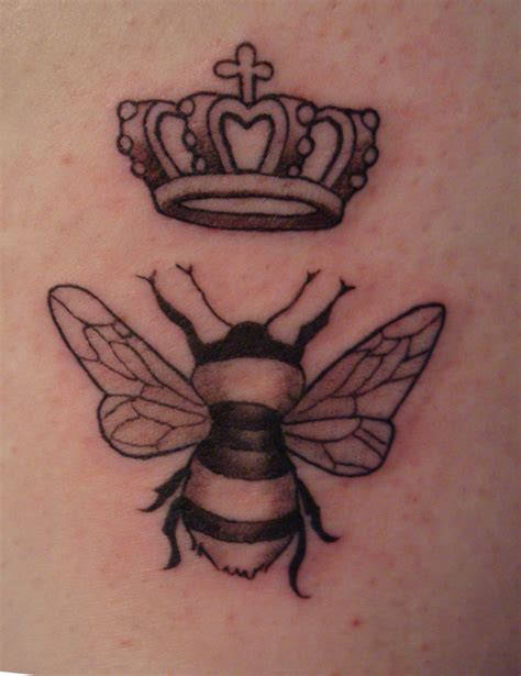 tattoo of queen bee medusa s hairbrush the bee s knees tattoo of a queen